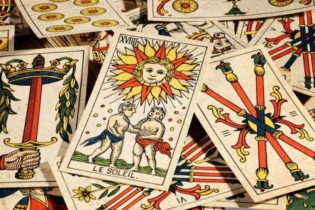 Learn to interpret and read the tarot with Level 1 and 2 workshops online, with a psychic and tarot reader with over 25 years' experience | Julia George